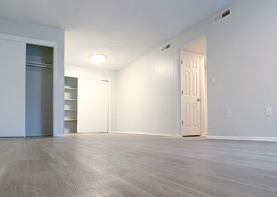 THE COMMONS Gainesville apartments modern wood-style flooring
